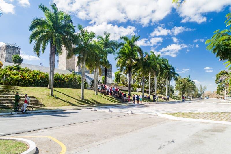 SANTA CLARA, CUBA - 13 FÉVRIER 2016 : Visiteurs de monument de Che Guevara en Santa Clara, Cu photos stock