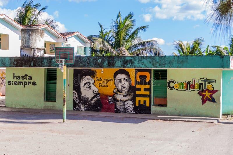 SANTA CLARA, CUBA - 13 FÉVRIER 2016 : Vue des peintures murales en Santa Clara, Cuba Il indique : Toujours à la victoire Je suivr images stock