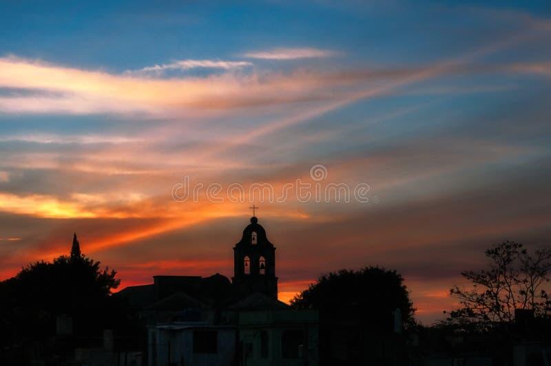 Santa Clara-Dächer in Sonnenuntergang lizenzfreie stockfotos