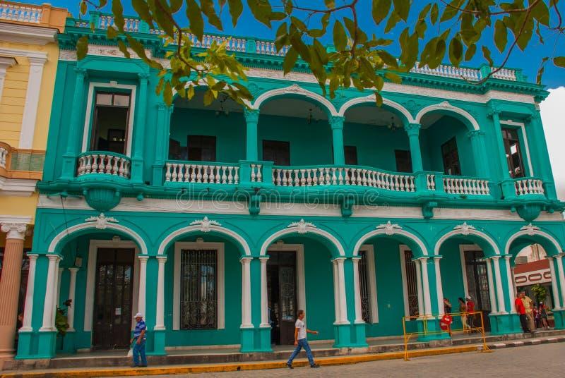 SANTA CLARA, KUBA: Budynek jest w klasycznym stylu w centrum miasta obraz royalty free