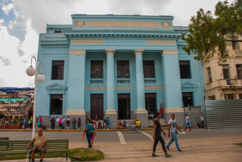 SANTA CLARA, KUBA: Budynek jest w klasycznym stylu w centrum miasta Instytucki budynek zdjęcia stock
