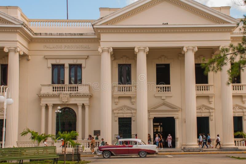 SANTA CLARA, KUBA: Budynek jest w klasycznym stylu w centrum miasta Provincia palacio fotografia stock