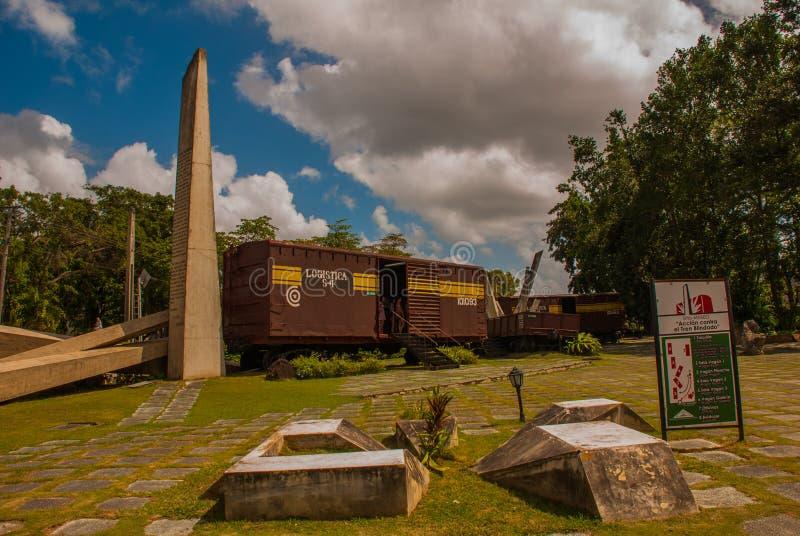 Santa Clara, Kuba: Pomnik pociąg pakował z rządowymi żołnierzami chwytającymi Che Guevara ` s siłami podczas rewoluci Cu zdjęcia stock