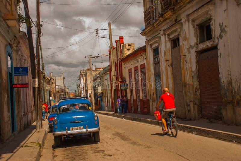 SANTA CLARA, KUBA: typowa ulica w śródmieściu stolica Kubańska prowincja obraz royalty free