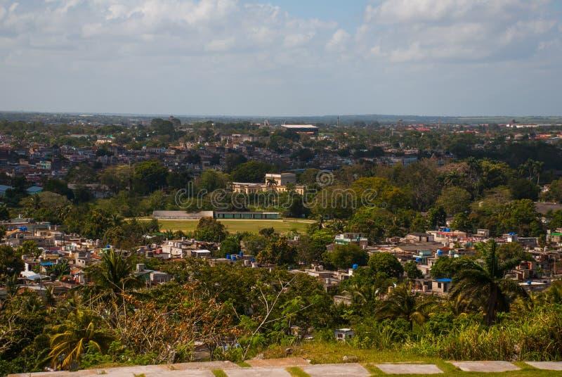Santa Clara, Kuba: Widok od wzgórza miasto zdjęcia stock