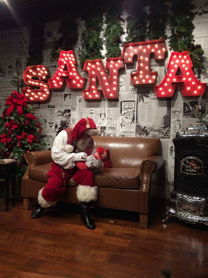 Santa Claus är cominta-staden arkivfoton