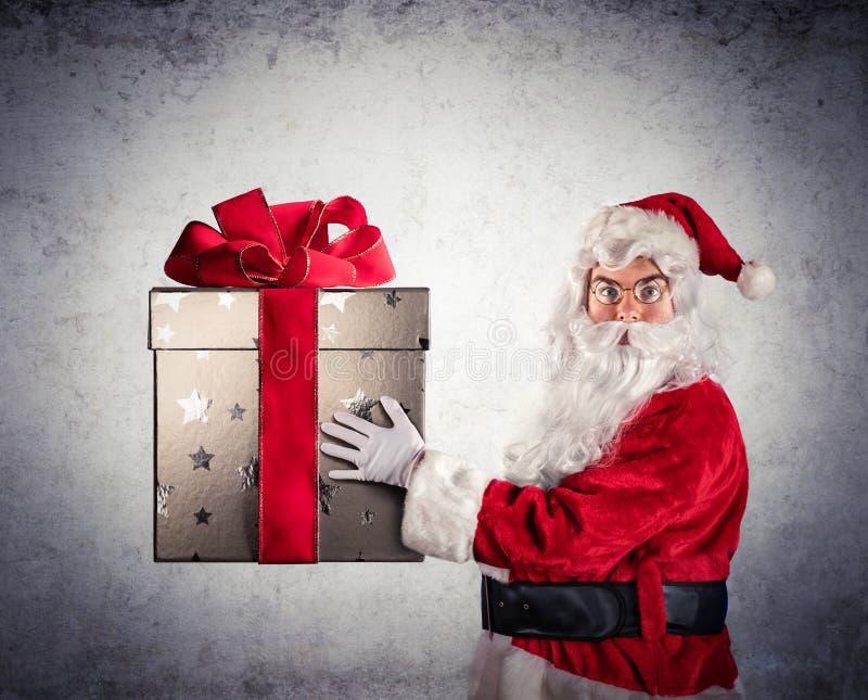 Santa Claus Amazed Holding foto de stock