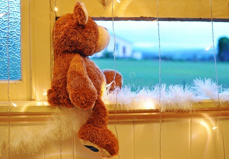 Santa Claus aspettante sulla notte di Natale fotografia stock libera da diritti