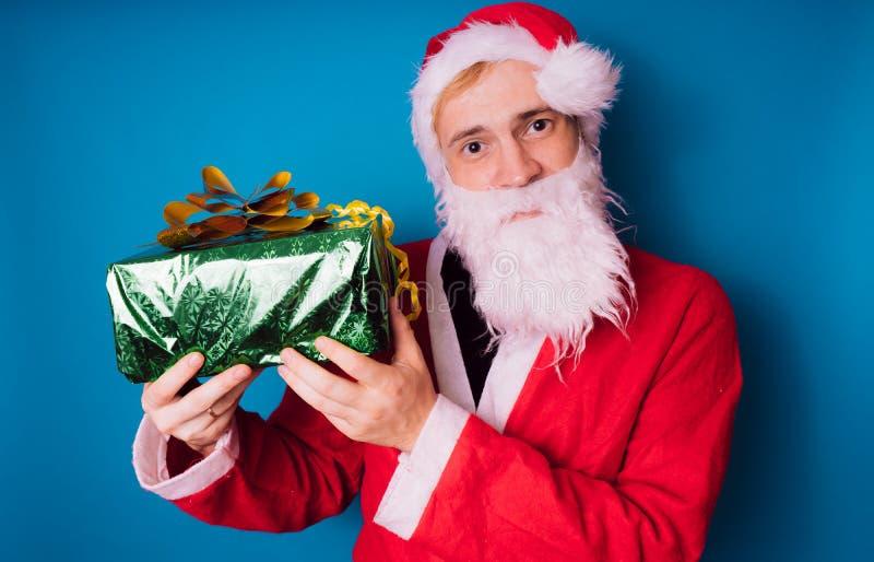 Santa Claus auf einem blauen Hintergrund Guten Rutsch ins Neue Jahr und frohe Weihnachten! stockfoto