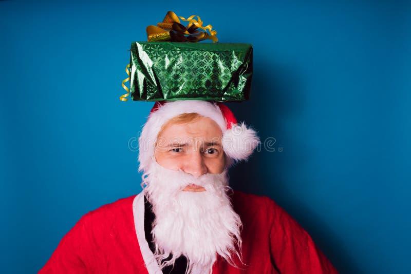 Santa Claus auf einem blauen Hintergrund Guten Rutsch ins Neue Jahr und frohe Weihnachten! stockbilder