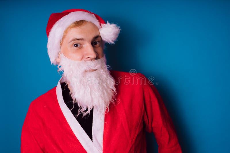 Santa Claus auf einem blauen Hintergrund Guten Rutsch ins Neue Jahr und frohe Weihnachten! lizenzfreie stockbilder