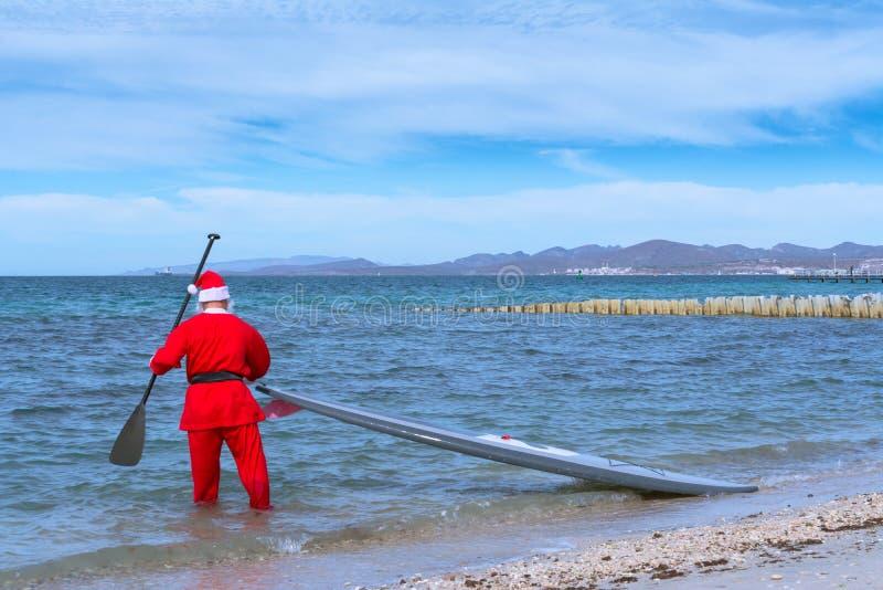 Santa Claus aumenta sua prancha imagem de stock royalty free