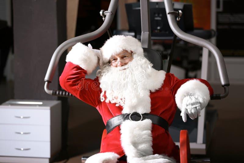 Santa Claus authentique se reposant après exercice image libre de droits