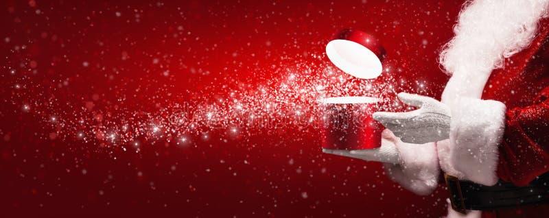 Santa Claus com caixa mágica fotos de stock