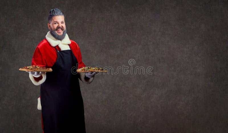 Santa Claus com pizza nas mãos fotos de stock royalty free