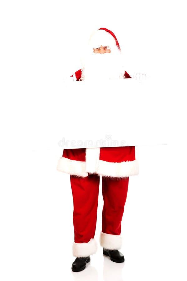 Santa Claus con la bandera en blanco del anuncio imagenes de archivo