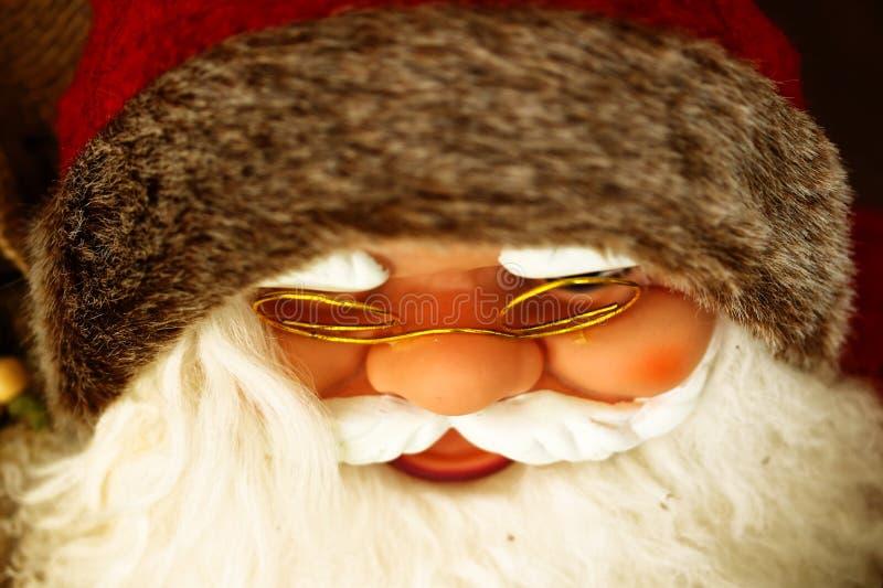 Santa Claus con la barba bianca ed il cappello rosso immagini stock