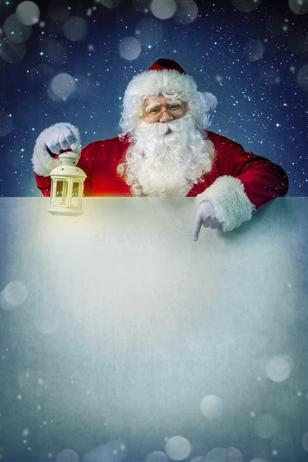 Santa Claus con la linterna fotografía de archivo