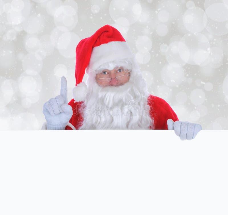 Santa Claus con un segno in bianco con lo spazio della copia immagini stock
