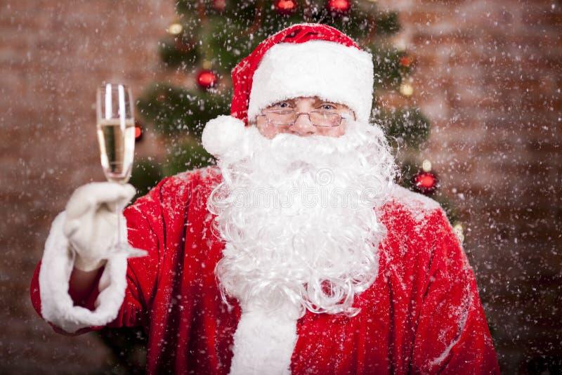 Santa Claus con un vetro immagine stock