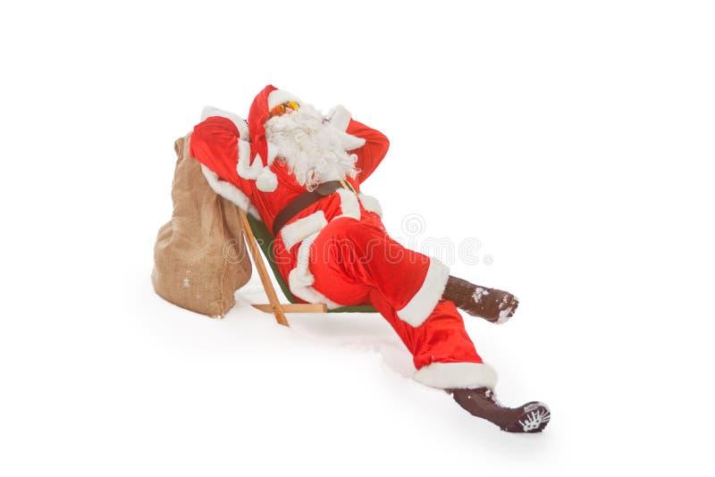 Santa Claus détendant dans un canapé photo libre de droits