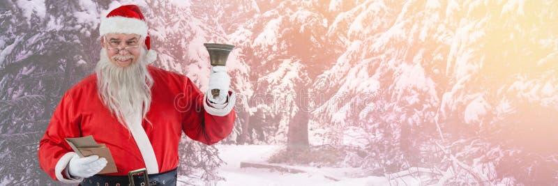 Santa Claus dans la cloche de sonnerie d'hiver photo libre de droits