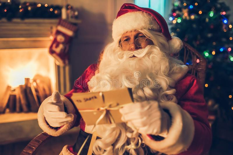Santa Claus dans sa résidence photographie stock