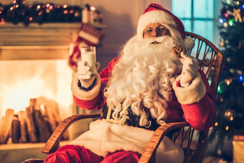 Santa Claus dans sa résidence photo libre de droits