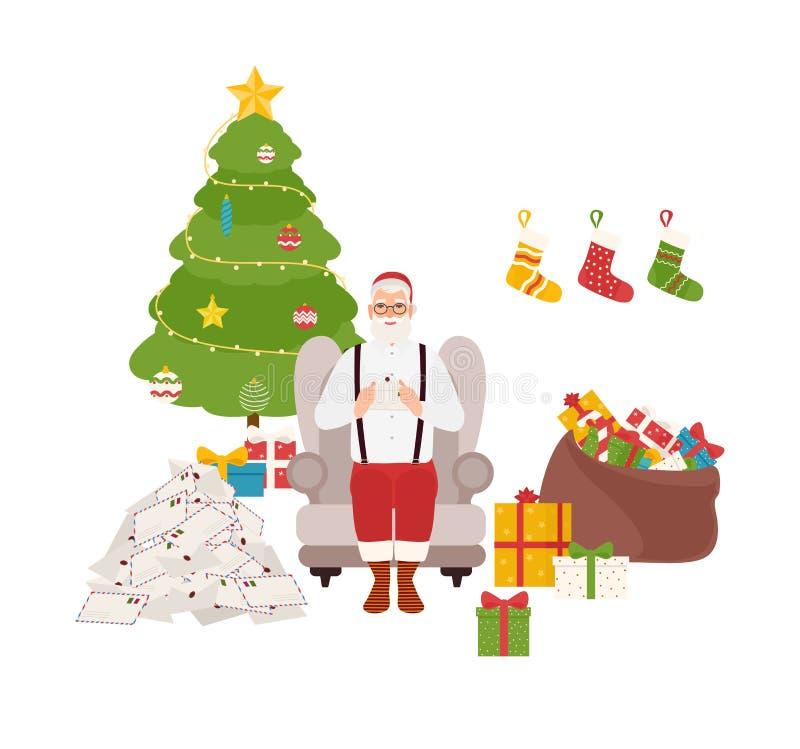 Santa Claus de sorriso que senta-se na poltrona confortável ao lado da árvore de Natal decorada e no saco completamente dos prese ilustração stock