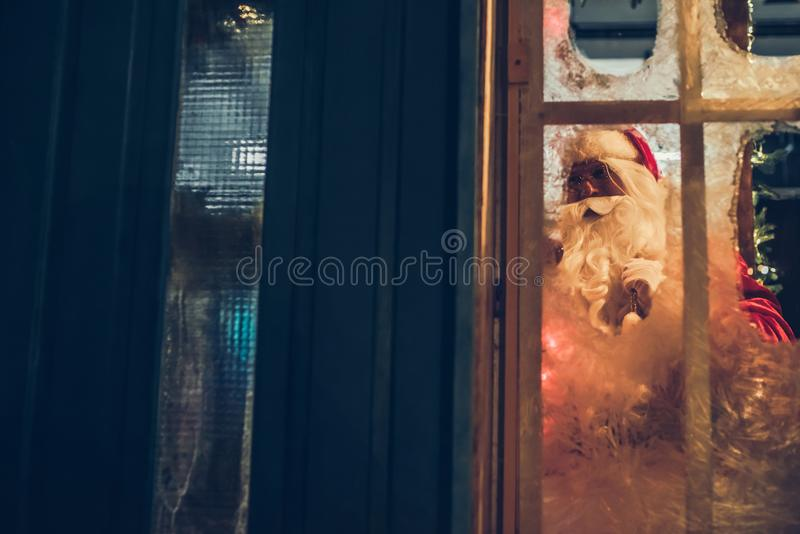 Santa Claus dehors image stock