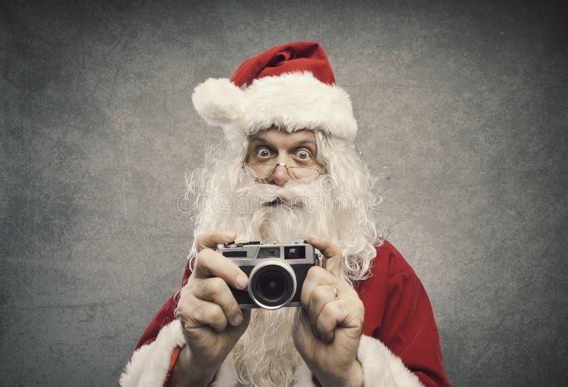 Santa Claus die vakantiebeelden nemen royalty-vrije stock afbeelding