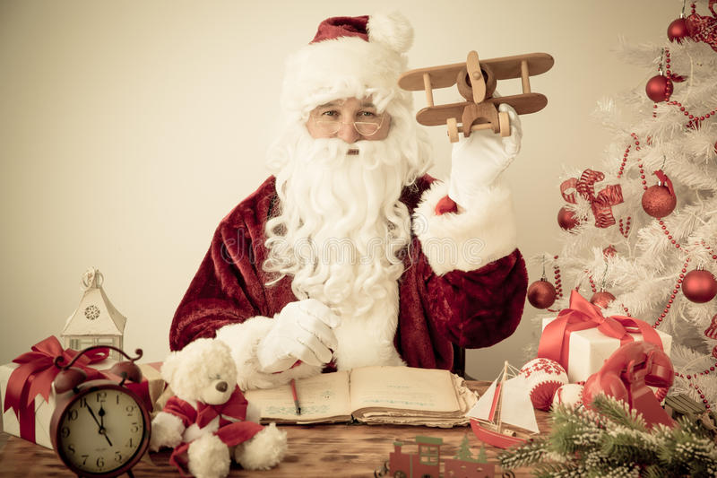 Santa Claus em casa fotos de stock