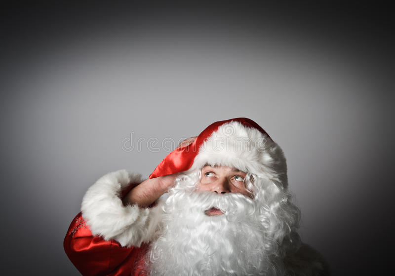 Santa Claus está olhando acima fotos de stock