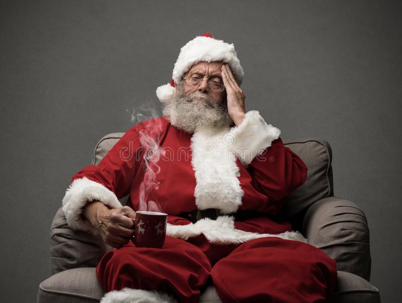 Santa Claus está teniendo un dolor de cabeza fotografía de archivo