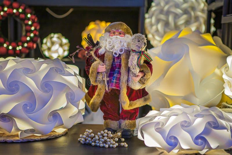 Santa Claus festiva, dà la gioia fotografia stock