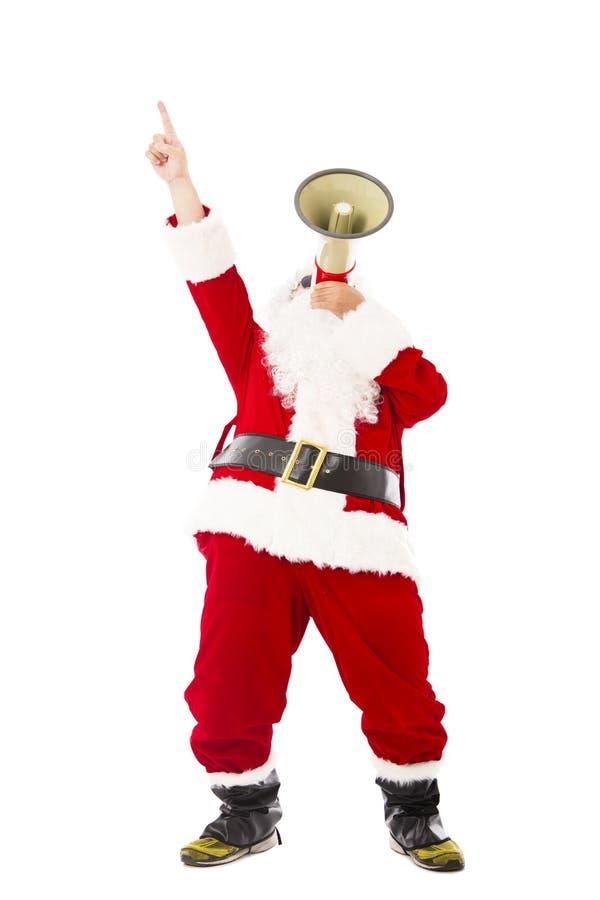 Santa Claus hållande megafon och se upp royaltyfri foto