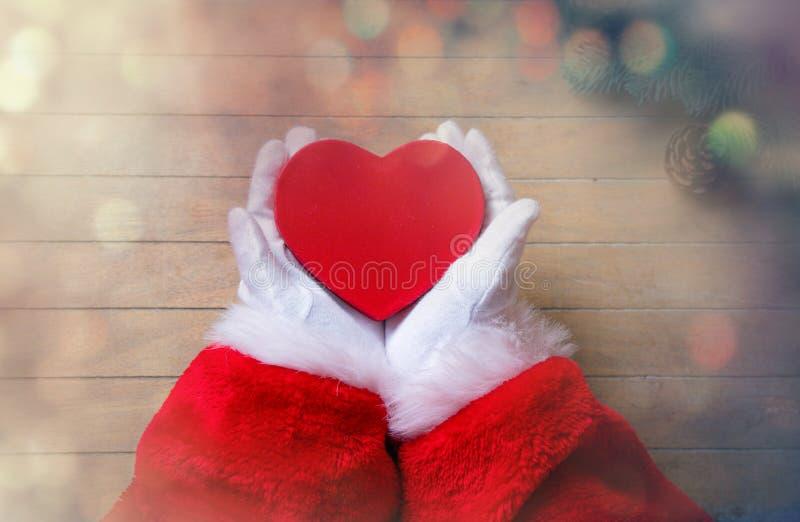 Santa Claus ha spostamento della scatola di Natale immagini stock