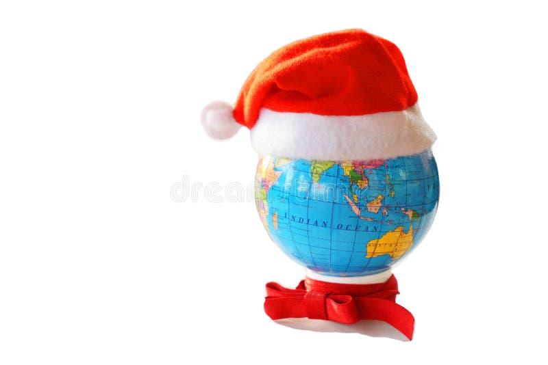 Santa Claus hatt på ett jordklot arkivbilder
