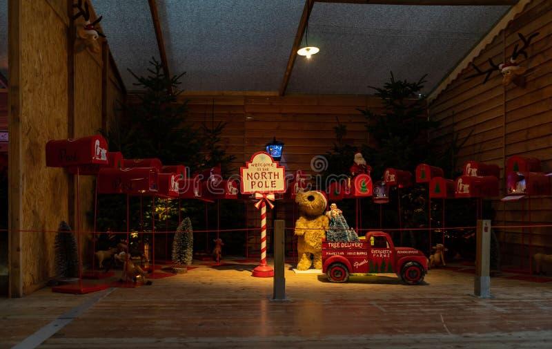 Santa Claus hus, ställe du Capitole på jul i Toulouse, Frankrike arkivbild
