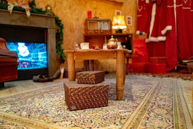 Santa Claus hus, ställe du Capitole på jul i Toulouse, Frankrike fotografering för bildbyråer