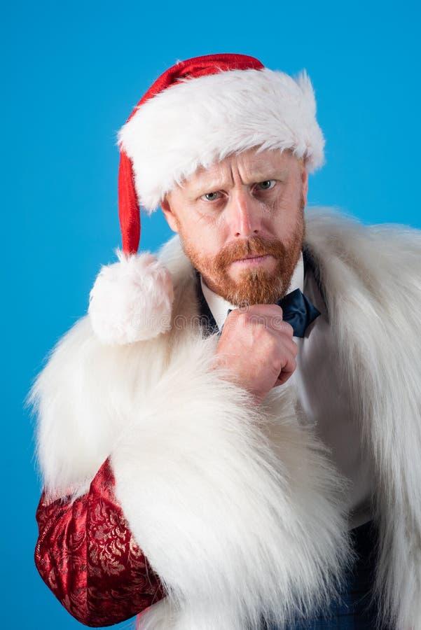 Santa Claus i modernt rött omslag Santa Claus med jul passar Önska dina vänner glad jul arkivfoto