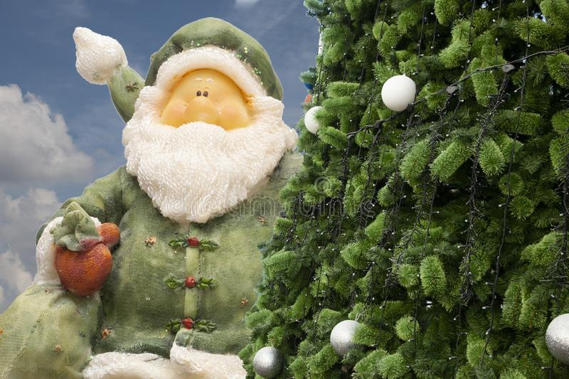 Santa Claus i rocznika budzik, analogowy budzik, północ czas zdjęcia stock