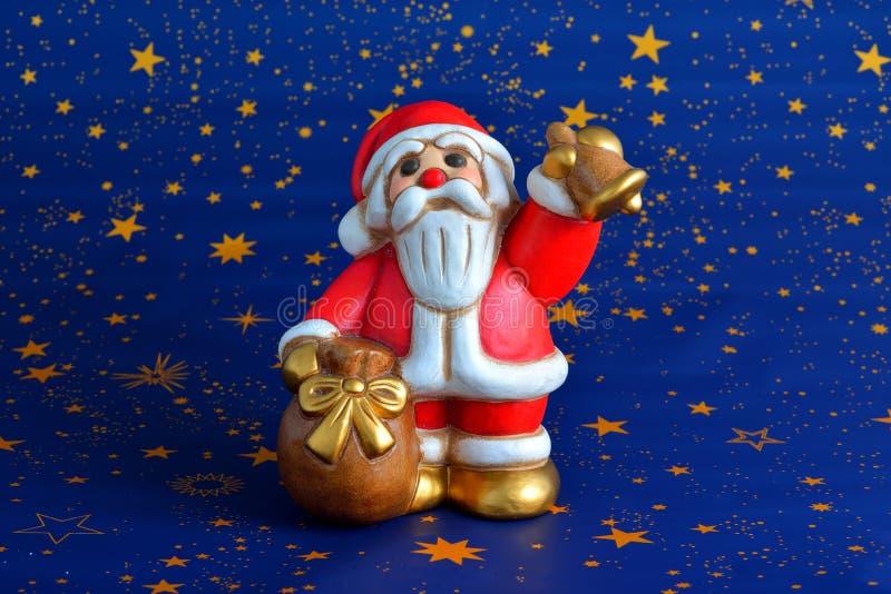 Santa Claus jouant la cloche photo libre de droits