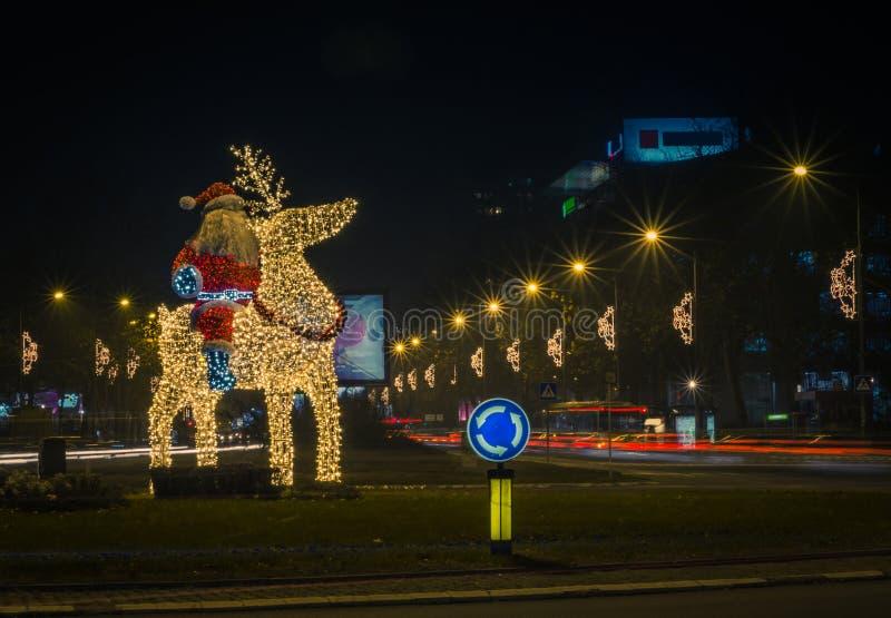 Santa Claus-Kerstmis en Nieuwjaar lichte installatie stock foto