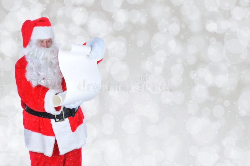 Santa Claus med stygg och trevlig listasilverBokeh bakgrund arkivbild
