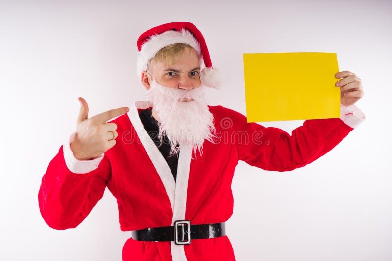Santa Claus mit einem Zeichen auf einem weißen Hintergrund Das Konzept von Rabatten und von Verkäufen für Weihnachten Leerer Plat lizenzfreies stockbild