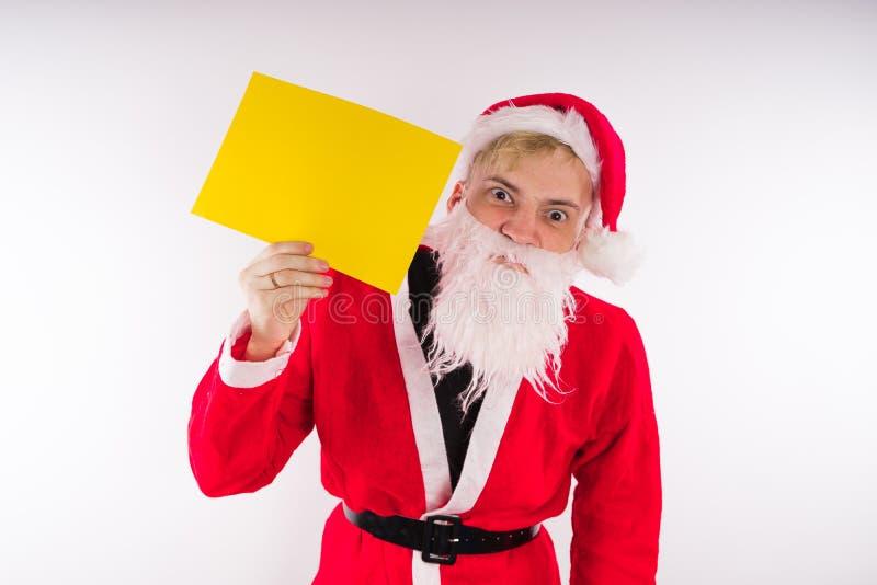 Santa Claus mit einem Zeichen auf einem weißen Hintergrund Das Konzept von Rabatten und von Verkäufen für Weihnachten Leerer Plat stockbilder