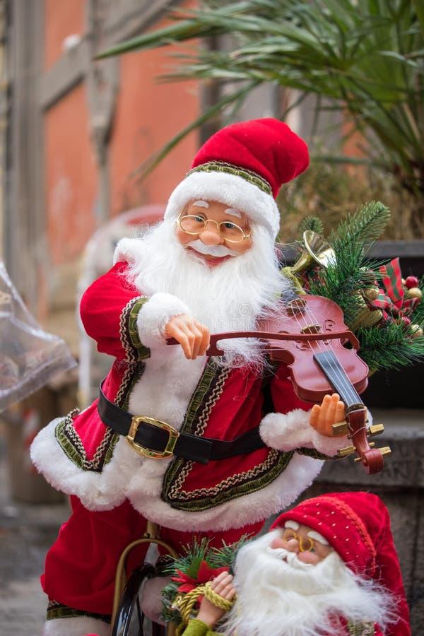 Santa Claus mit Violine lizenzfreie stockfotografie