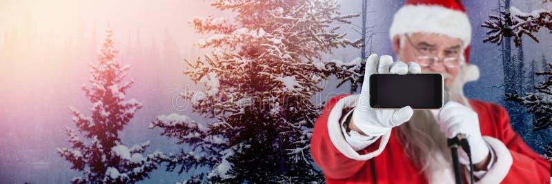 Santa Claus no inverno com telefone ilustração stock