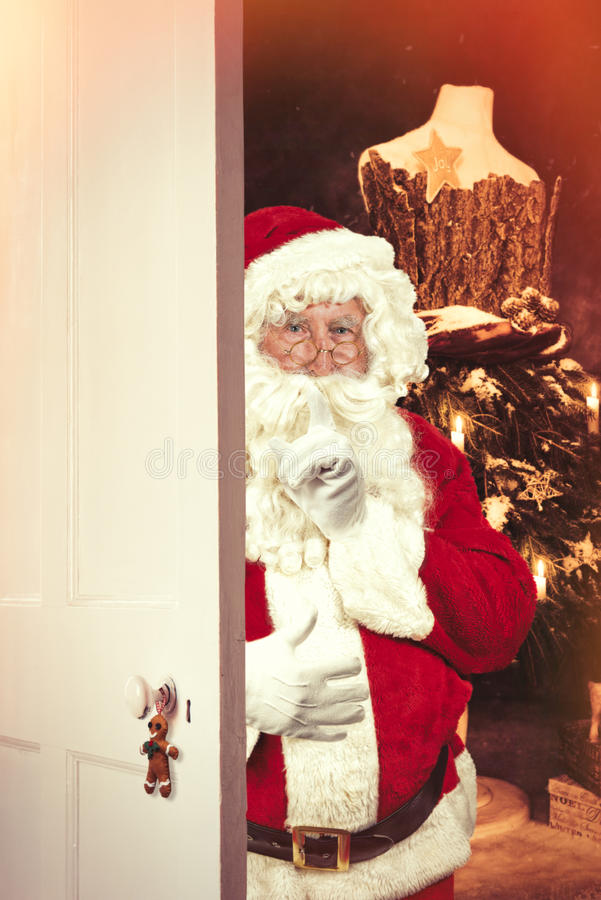 Santa Claus At Open Christmas Door fotografia de stock royalty free